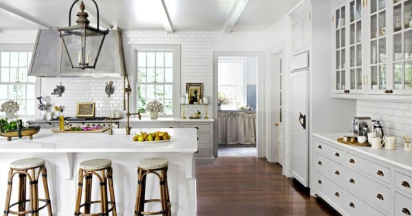 Lovely Décor Tips For A White Kitchen